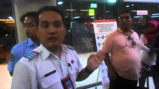 Video kericuhan kecil dibandara Hang Nadim Batam 29-3-16 part1 MP3, 3GP, MP4, WEBM, AVI, FLV September 2019