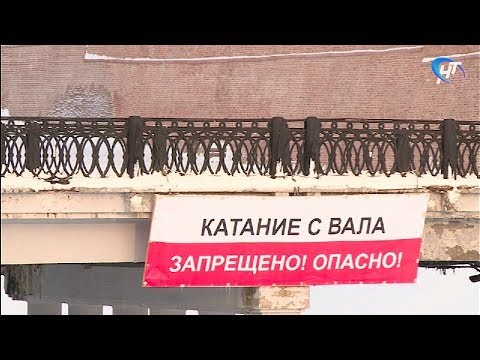 Специалисты музея объяснили, почему они считают опасным катание с вала у кремлевской стены