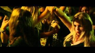 Download via iTunes: http://bit.ly/MO4HTq Allermooiste Feestje is de eerste officiële single van Yellow Claw in samenwerking met...