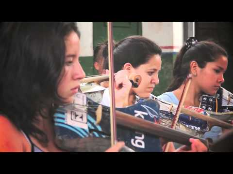 "Landfill Harmonic – ""Villancico"" Cateura Recycled Instruments Orchestra"