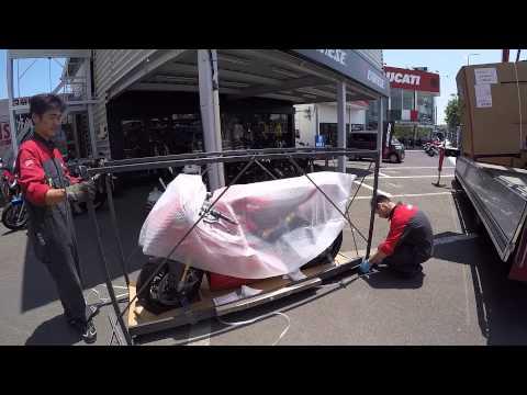 Kizuki DUCATI PANIGALE 1299S箱開け (видео)