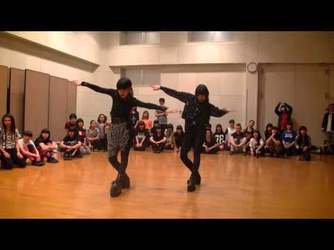 Two japanese chicks take voguing to a new dimension