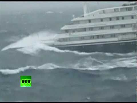 Video Dramatic video of Clelia II Antarctic cruise ship slammed by giant waves download in MP3, 3GP, MP4, WEBM, AVI, FLV January 2017