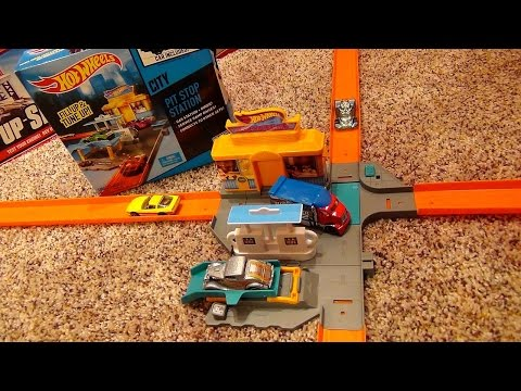 Hot Wheels City Pit Stop Station Mini Playset with Repair Center Gas Station Launcher