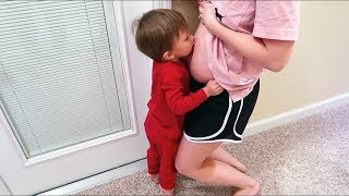 Video Toddler Kisses Pregnant Belly MP3, 3GP, MP4, WEBM, AVI, FLV Januari 2018