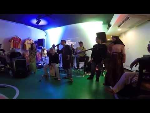 SPIN 2015 - ''KEINDAHAN DI AIDILFITRI'' ( Awis Spin & Aishah ) [HD]