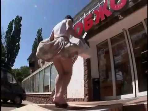 國外超開放整人節目,吹開女孩子的裙子!!