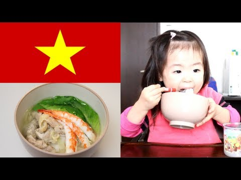 Rino - 2012年1月6日/2歳7ヶ月 Rino eats a famous dish of Vietnam called a 'pho' which Mama made for the first time. Anyway, Rino loves noodles. A lot of her favorite shri...