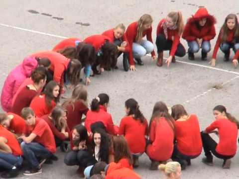 Vytvorili živú červenú stužku