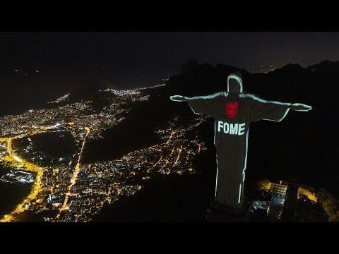 Ρίο ντε Τζανέριο: Το άγαλμα του Χριστού Σωτήρα φωτίστηκε κατά της πείνας…