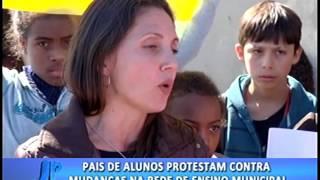 Pais de alunos protestam contra mudanças na rede de ensino municipal. #JornalDaPampa