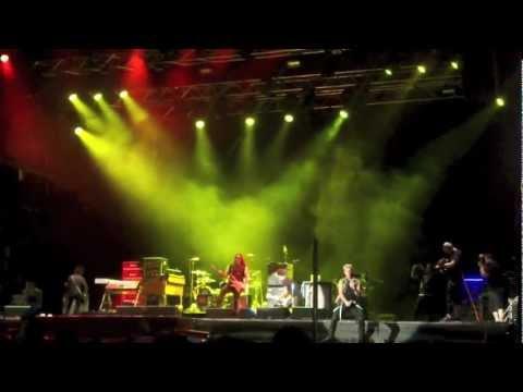 Tekst piosenki Billy Idol - Running With the Boss Sound po polsku
