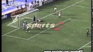 Rashidi Yekini trifft bei WM 1994 gegen Nigeria