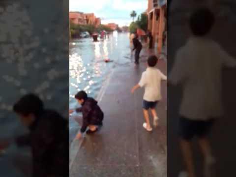مراكش تغرق بعد ساعة أمطار