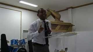 Pastor Evaldo Ministrando na Igreja Tabernáculo Divino