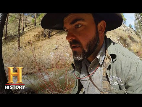 Mountain Men: Bear Attacks the Youren's Dogs (Season 8) | History