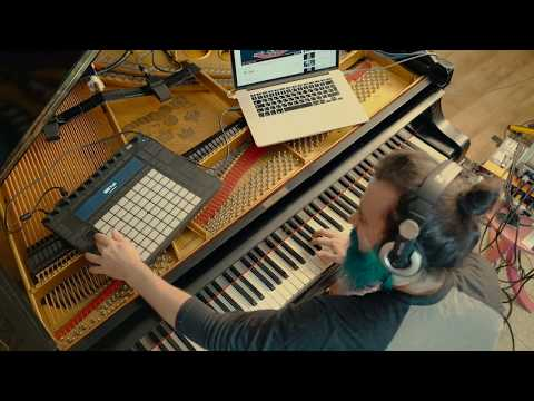 Pianist Turns His Piano Into a Guitar to Play Solos Like