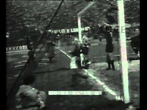 Campionati di calcio. Bologna 1 - Roma 3