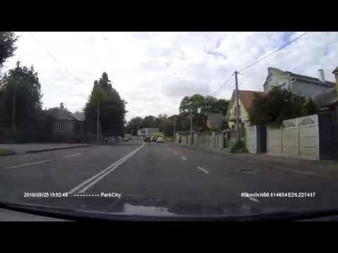 Суворі рівненські водії вибивають скло руками [ВІДЕО]