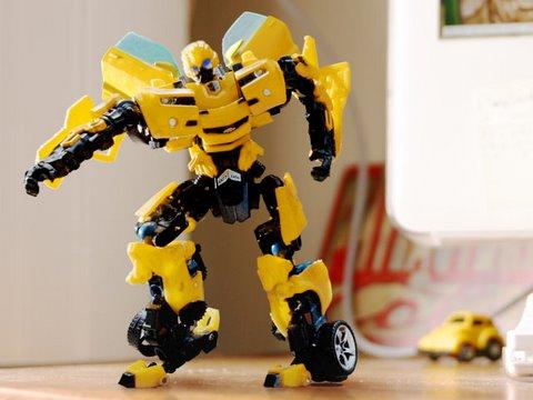 變型金剛大黃蜂也玩電音!?酷!