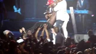 "Video Akon a bercy le 11 avril 2009 ""right now""  3 saut ds la public MP3, 3GP, MP4, WEBM, AVI, FLV Maret 2019"