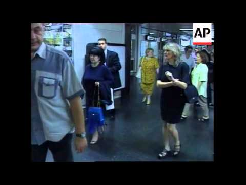 Milosevic's family departs for The Hague