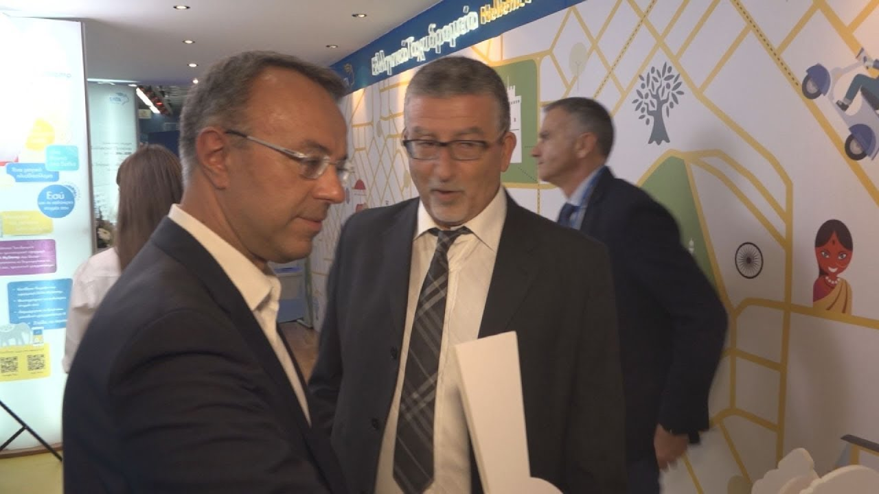 Ο υπουργός Οικονομικών Χρήστος Σταΐκούρας στο περίπτερο των ΕΛΤΑ