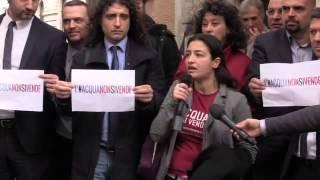 L'#AcquaNonSiVende, i portavoce M5S in piazza