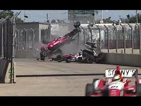 Dario - IZOD IndyCar Series: Spetacular Car Crash in Houston IZOD IndyCar Series: Espectacular accidente en el circuito urbano de Houston.