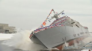 Marinette (WI) United States  city pictures gallery : LCS 11 Christened and Launched