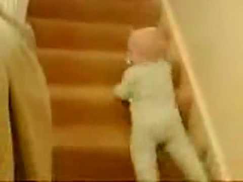 Descendre des escaliers par un bébé !