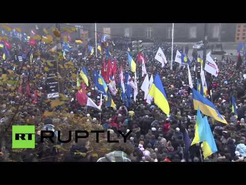 Kiev - The Ukrainian capital saw clashes break out between police and demonstrators in support of closer ties to the EU. Police fired tear gas , with some demonstra...