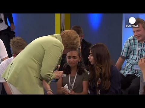 Γερμανία: Όταν η Άνγκελα Μέρκελ έκανε Παλαιστίνια προσφυγοπούλα να κλάψει