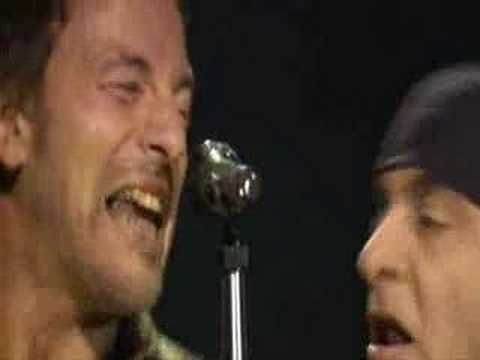 rising - Bruce Springsteen-The Rising-LIVE DA BARCELONA(2003) Can't see nothin' in front of me Can't see nothin' coming up behind I make my way through this darkness ...