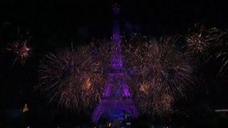 Nonton Raw: Bastille Day Fireworks Light Up Paris Sky Film Subtitle Indonesia Streaming Movie Download