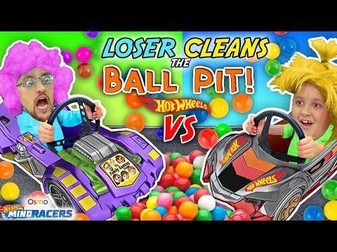 LOSER CLEANS BALL PIT BALLS: HOTWHEELS RACE! FGTEEV Father vs Son OSMO MIND RACERS iPad App Game! (видео)