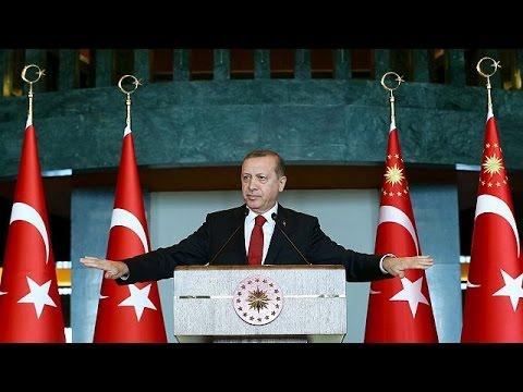 Τουρκία: Χειροπέδες σε πανεπιστημιακούς που υπερασπίζονται τους Κούρδους
