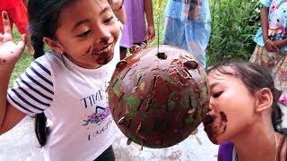Video Lomba 17 Agustus ambil koin dalam Buah Semangka di lumuri Coklat - Seru dan Lucu MP3, 3GP, MP4, WEBM, AVI, FLV Agustus 2018