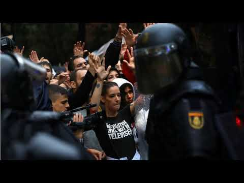 Spanish police storm polling station in Catalonia independence vote