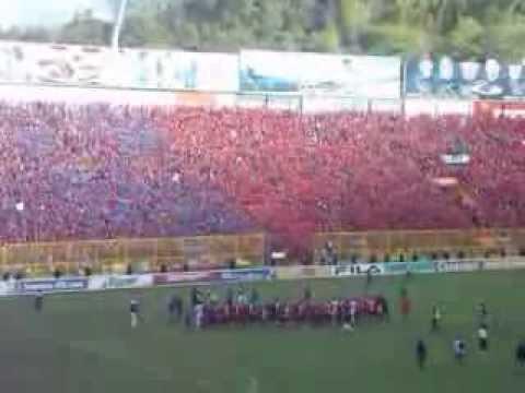 Espectacular recibimiento de la Turba Roja y Afición a C.D. FAS - Turba Roja - Deportivo FAS
