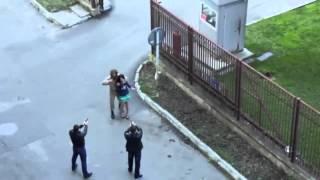 Nie pi*rdolił się z nim! Podczas nagrywania sceny porwania żołnierz myśli, że to prawdziwe porwanie!