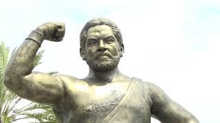 """Jack Veneno, """"El campeón de la bolita del mundo"""", tiene su estatua en parque Eugenio María de Hostos"""