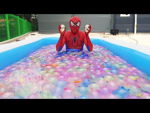 Spider Man Popping 1000 Water Balloons!