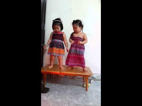 bé 3 tuổi nhảy dance cực dễ thương