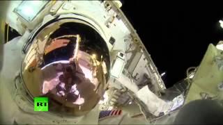 Селфи на фоне Земли: астронавты сняли на видео свою работу в открытом космосе
