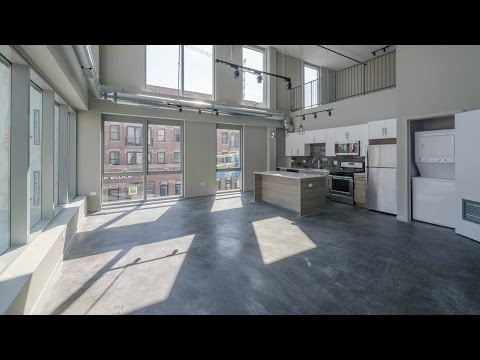 A Wicker Park 2-bedroom loft with a dramatic, soaring living area