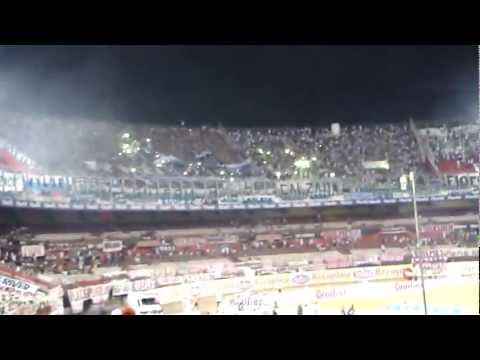 Video - River-Racing Ap. 2009 La Guardia Imperial bengalas - La Guardia Imperial - Racing Club - Argentina