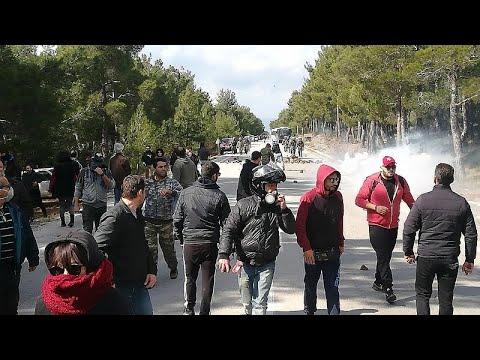 Λέσβος: Νέες συγκρούσεις κατοίκων και αστυνομίας – Μεγάλο συλλαλητήριο…