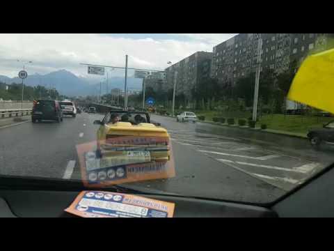 Sadekuuro yllätti avoautoilijat, meni äyskäröintihommiksi