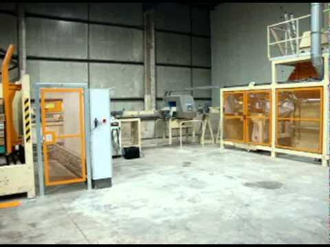 Willems baler - Baling wood shavings - Animal bedding - Bale press packaging machine
